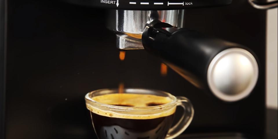 cafeteira expresso Mondial C-08